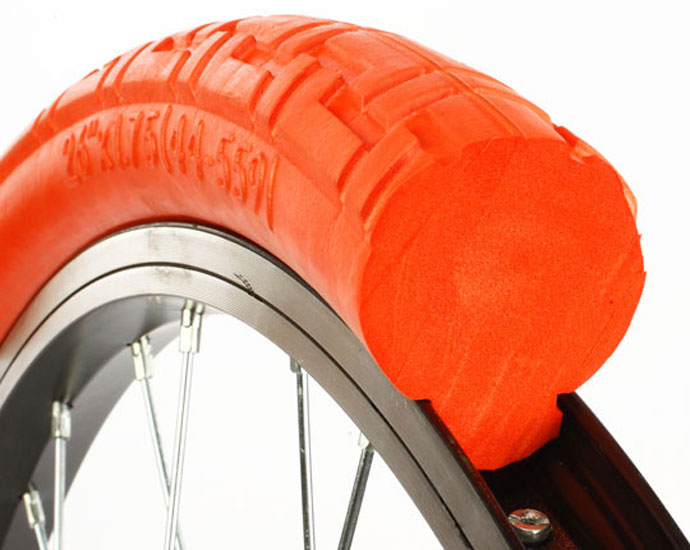 Pundture-proof tyre for bicycles